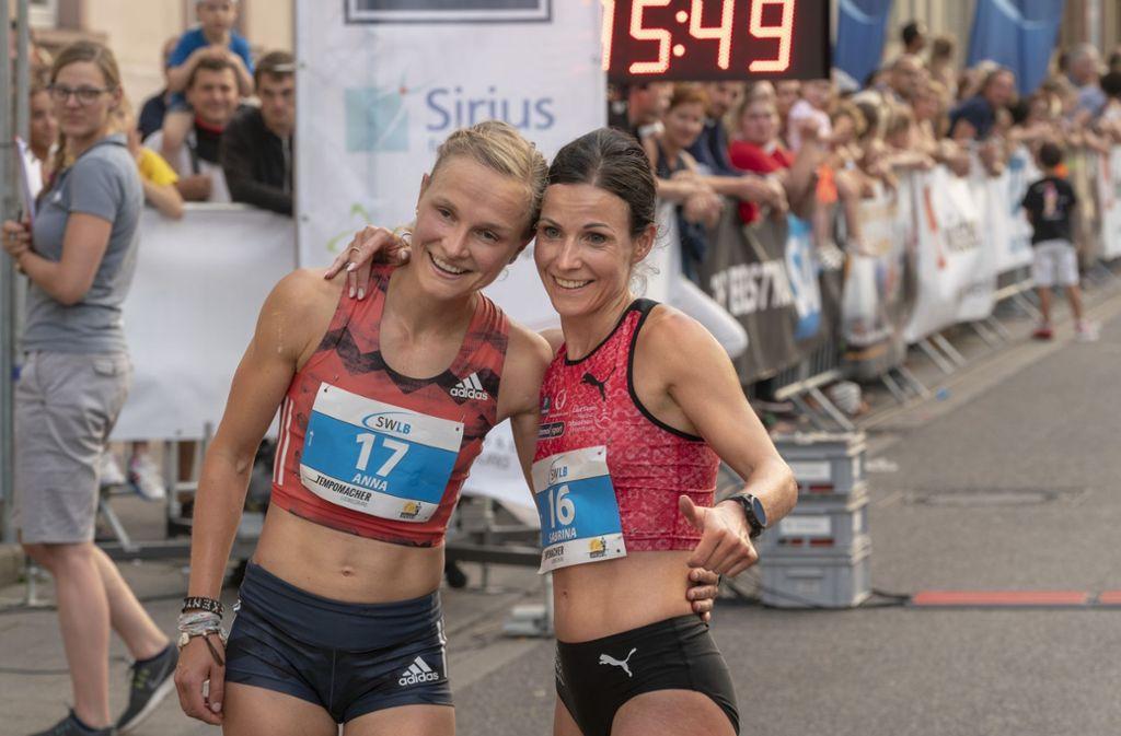 Die Siegerinnen bei den Damen: Sabrina Mockenhaupt (rechts) und Anna Hahner. Foto: factum/Weise
