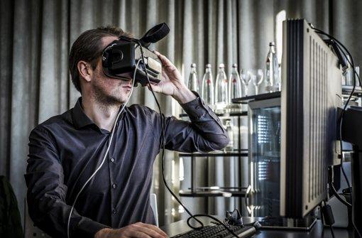 Wer einen Blick in den Bahnhof der Zukunft werfen, braucht noch allerhand technisches Equipment. Foto: Lichtgut/Max Kovalenko