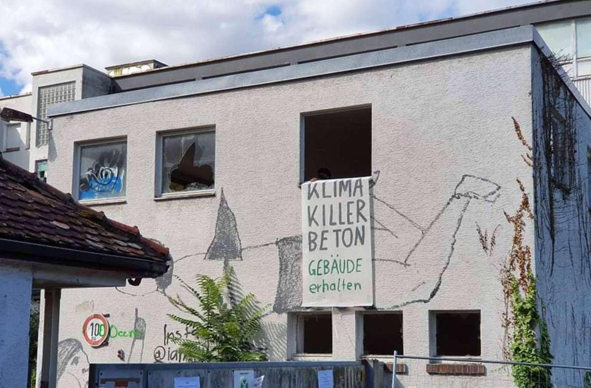 Die Aktivisten besetzten die alte und marode Bettenfabrik in Bad Cannstatt. Foto: 7aktuell.de/ Andreas Werner