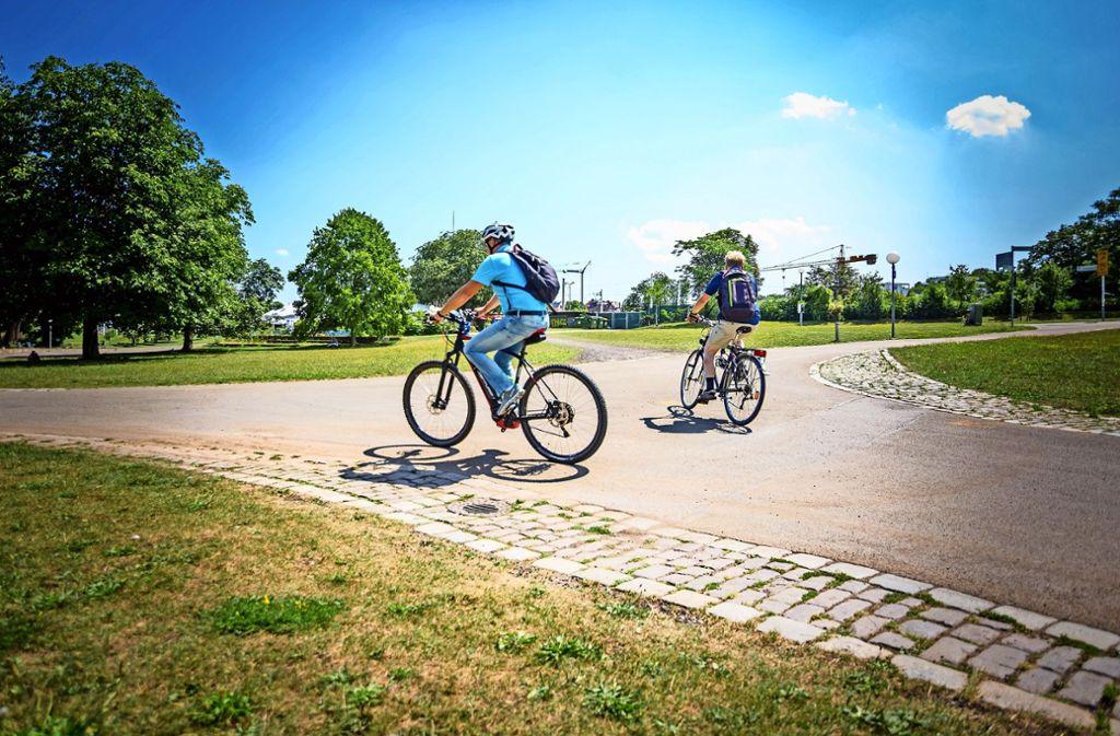Im Unteren Schlossgarten ist die Route in zwei Richtungen ausgeschildert. Foto: Lichtgut/Julian Rettig