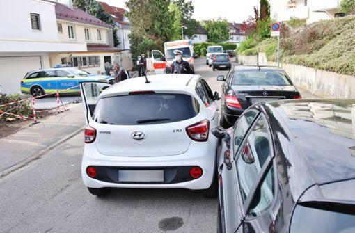 85-Jähriger verkeilt sein Fahrzeug zwischen Lkw und Auto
