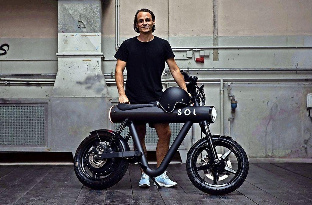 Stolzer Entwickler: Manuel Meßmer mit seinem Elektrobike. Foto: Joris Haas