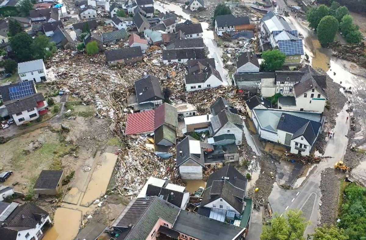In Schuld stürzten mehrere Häuser ein. Foto: dpa/Christoph Reichwein