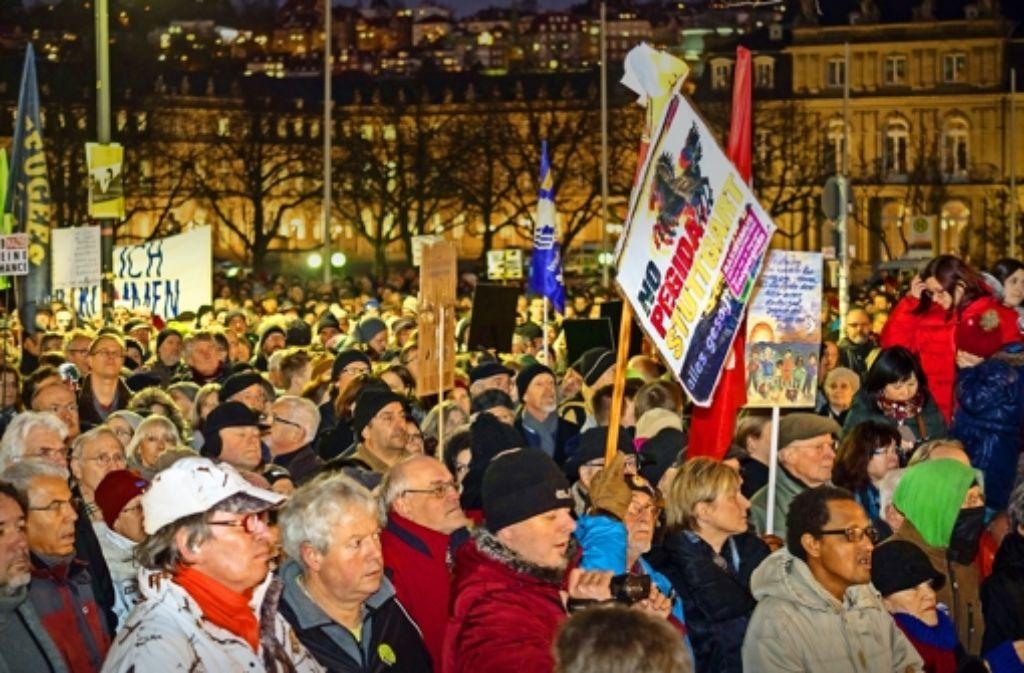 Pegida und die Gegendemonstrationen, wie hier in Suttgart, sind nur zwei der Themen, über  die Ludwigsburger Schüler mit einem Imam diskutierten. Foto: factum/Weise