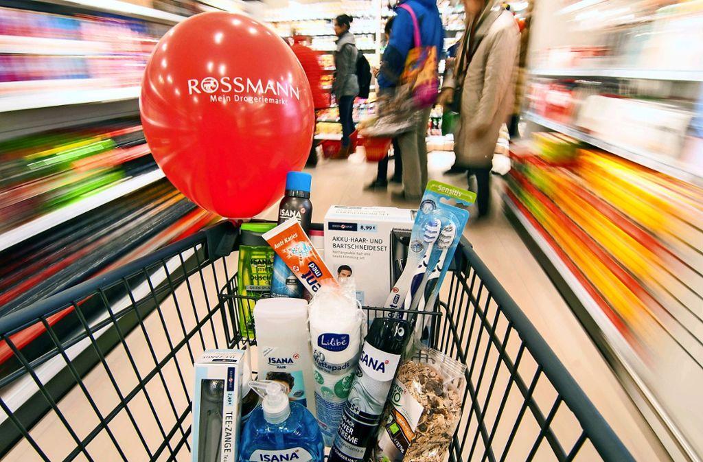 Wer bei Rossmann seine Pflegeprodukte  einkaufen will, muss auch künftig nach Filderstadt oder Ostfildern fahren Foto: dpa