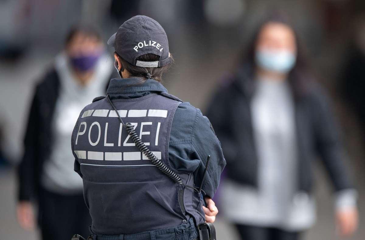 Am Sonntag sind in Stuttgart viele Menschen gegen die Corona-Politik auf die Straße gegangen (Symbolbild). Foto: dpa/Sebastian Gollnow