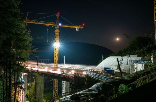 Filstalbrücke erstrahlt im Mondlicht