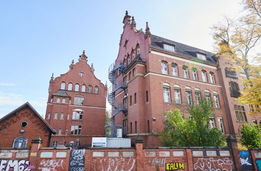 Unbekannte werfen Brandsätze auf RKI-Gebäude in Berlin