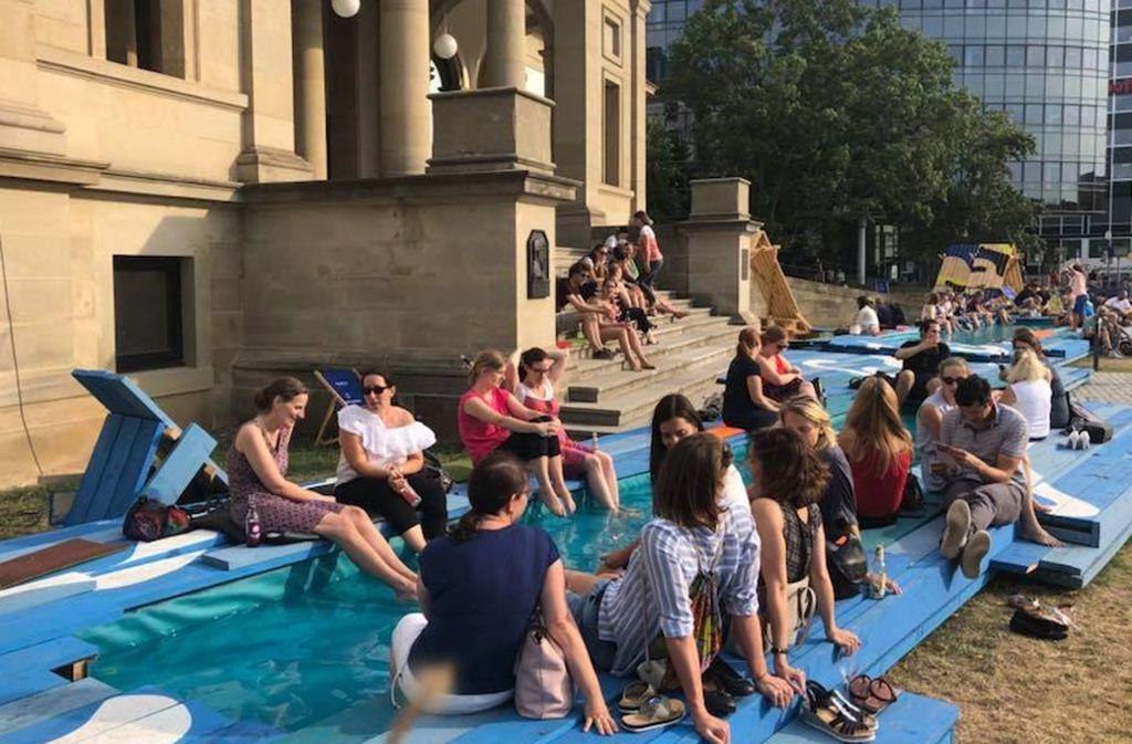 Das Stadtpalais führt mit seiner  Sommeraktion  vor,  was fehlt: mehr Wasser für Stuttgart! Foto: ubo