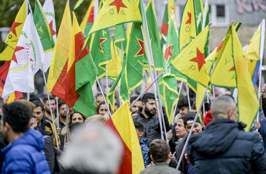 Kurden demonstrieren gegen die türkische Militäroffensive – hier zuletzt in Hamburg. Foto: dpa/Axel Heimken