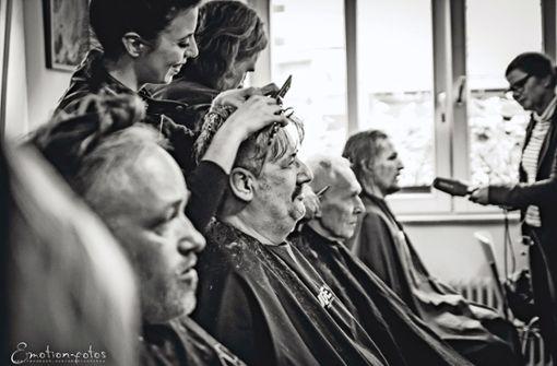 Die Bruderschaft der Friseur-Engel schwebt ein