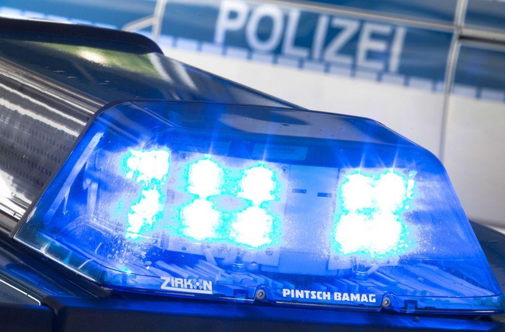 Der Mann wollte mit einem vierstelligen Geldbetrag flüchten. Doch zwei Polizisten stoppten ihn. (Symbolfoto) Foto: dpa