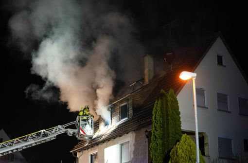 Wohnhaus brennt