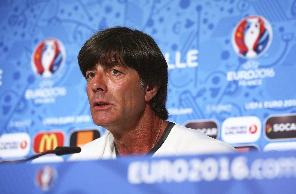 Joachim Löw blickt dem Halbfinale gegen Frankreich gelassen entgegen. Foto: dpa