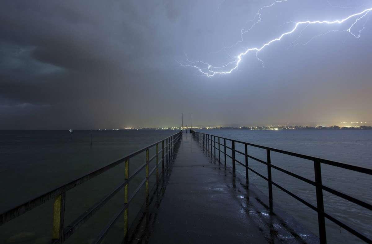 Das Wetter dürfte dieses  Wochenende am Bodensee eher ungemütlich werden. (Archivbild) Foto: imago/imagebroker/imago stock&people
