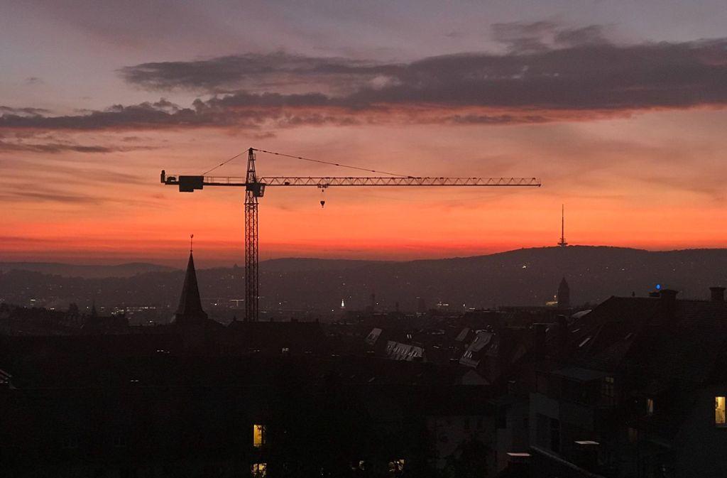 So schön leuchtete der Himmel über Stuttgart. Foto: Lukas Jenkner/StZN