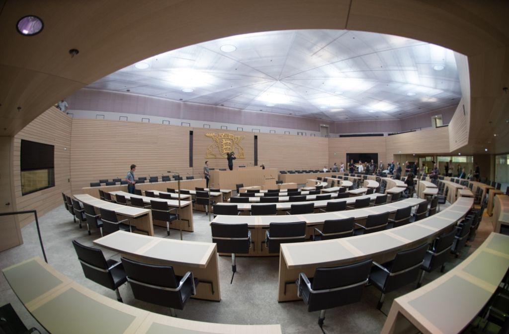 Der noch leere Landtag, bevor die Minister eingezogen sind: Rund achteinhalb Wochen nach der Landtagswahl tagte das baden-württembergische Parlament zu seiner ersten Sitzung. (Symbolbild) Foto: dpa