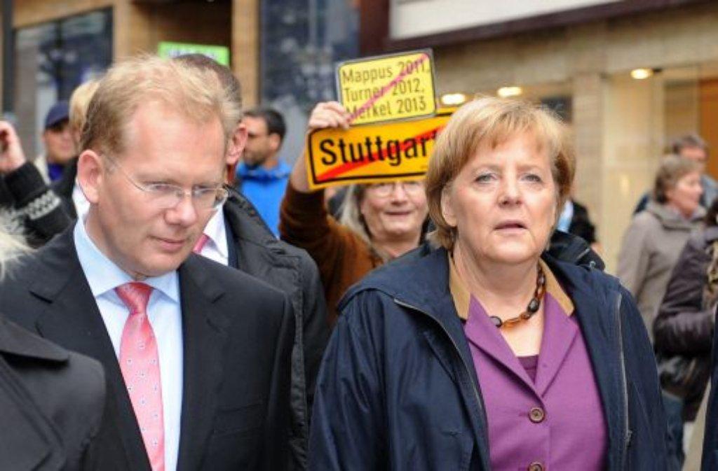 Kanzlerin Angela Merkel wurde in Stuttgart auch von Stuttgart-21-Gegnern empfangen. Foto: dpa