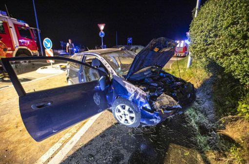Autofahrer überschlägt sich mehrfach –  lebensgefährlich verletzt