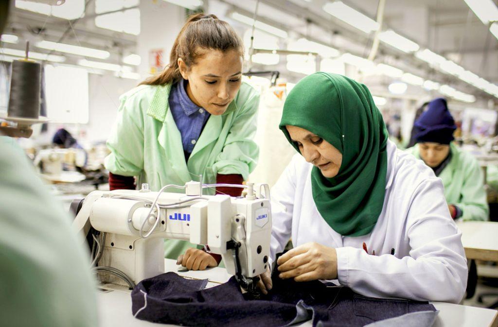 Bei der tunesischen Firma Sartex werden Frauen zu Näherinnen ausgebildet. Foto: Thomas Imo/photothek.net