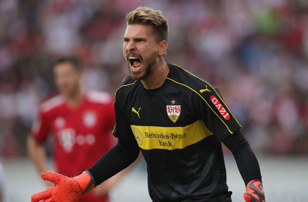 Ron-Robert Zieler war gegen Bayern München mit seinen Vordermännern unzufrieden. Foto: Bongarts