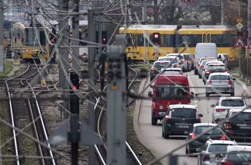 Auto kracht bei Bebelstraße gegen Stadtbahn