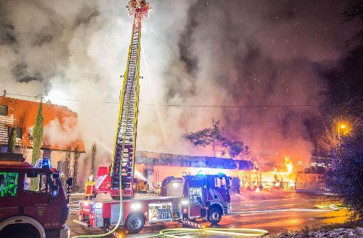 Millionenschaden bei Großbrand, mehrere Häuser evakuiert