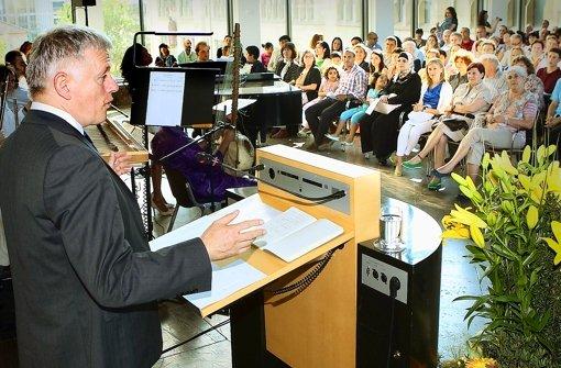 OB Fritz Kuhn heißt noch im Juni einige hundert Neubürger willkommen. Foto: Horst Rudel