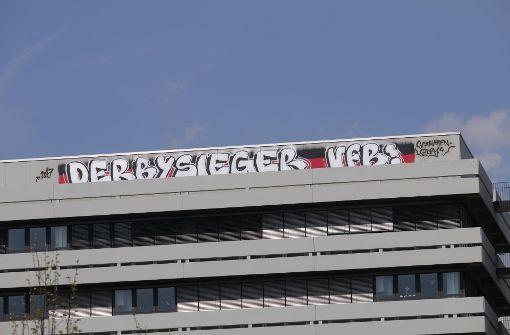 VfB-Ultras beschmieren Uni in Karlsruhe