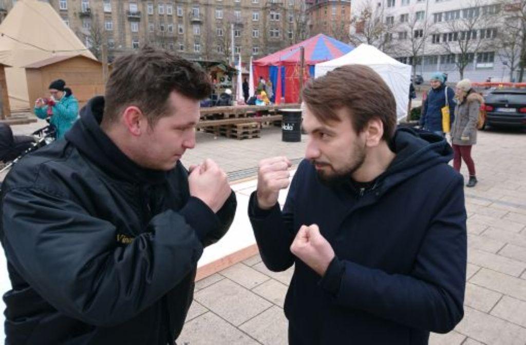Ring frei, gleich setzt es hiebfeste Argumente: Rapper Alexander Sickless Föll (links) und Slammer Nikita Gorbunov. Foto: Björn Springorum