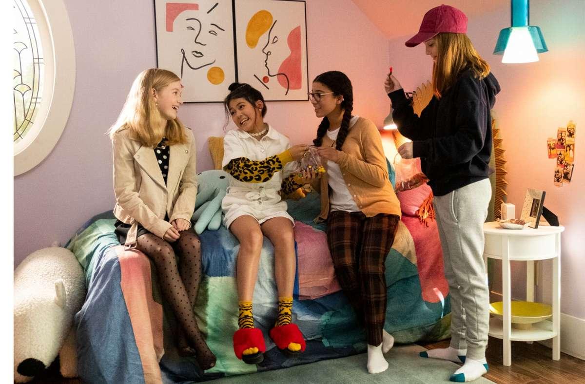 Jungunternehmerinnen unter sich: Shay Rudolph als Stacey McGill, Momona Tamada als Claudia Kishi, Malia Baker als Mary Anne Spier und Sophie Grace als Kristy Thomas (von links). Foto: Netflix/Kailey Schwerman