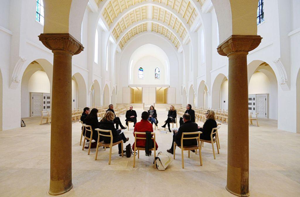 Gesprächsrunde im neuen Spirituellen Zentrum Foto: Lichtgut/Leif Piechowski