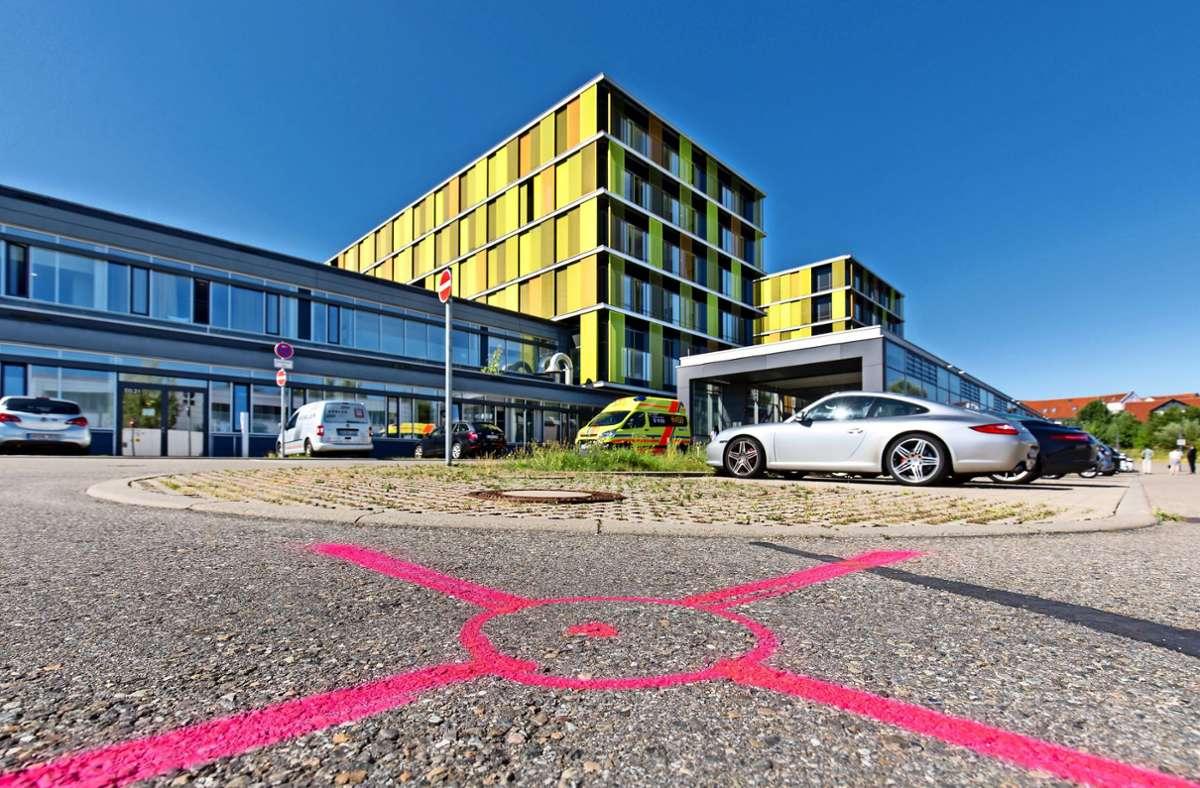 An dieser Stelle soll in kurzer Zeit eine Station für Covid- und andere Patienten entstehen. Foto: Frank Eppler