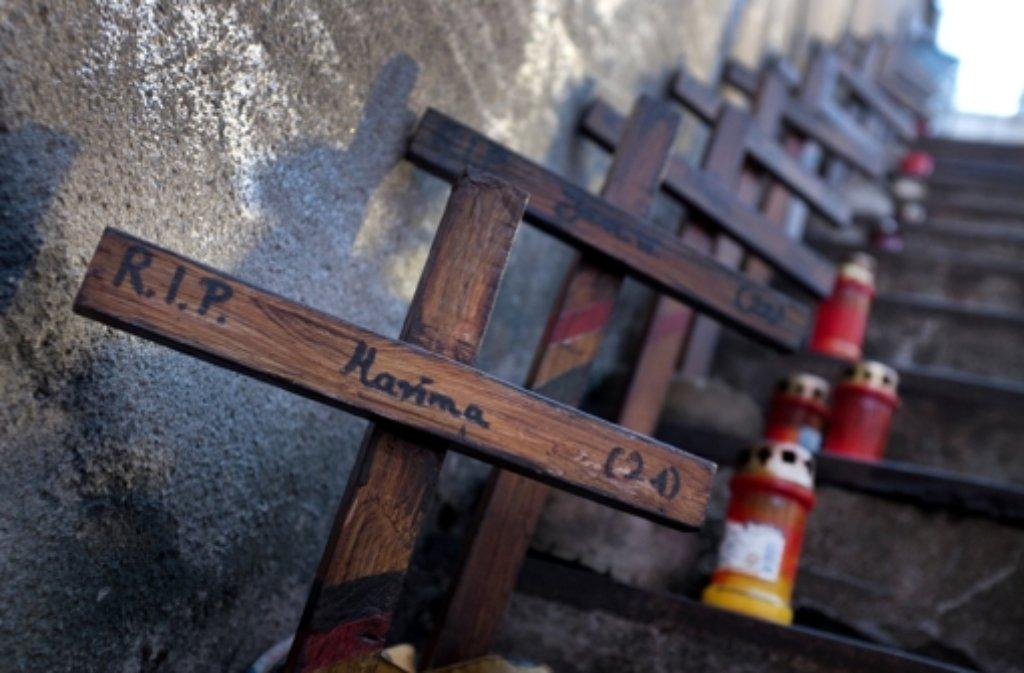 Kreuze erinnern an die Loveparade-Tragödie in Duisburg. Foto: dpa