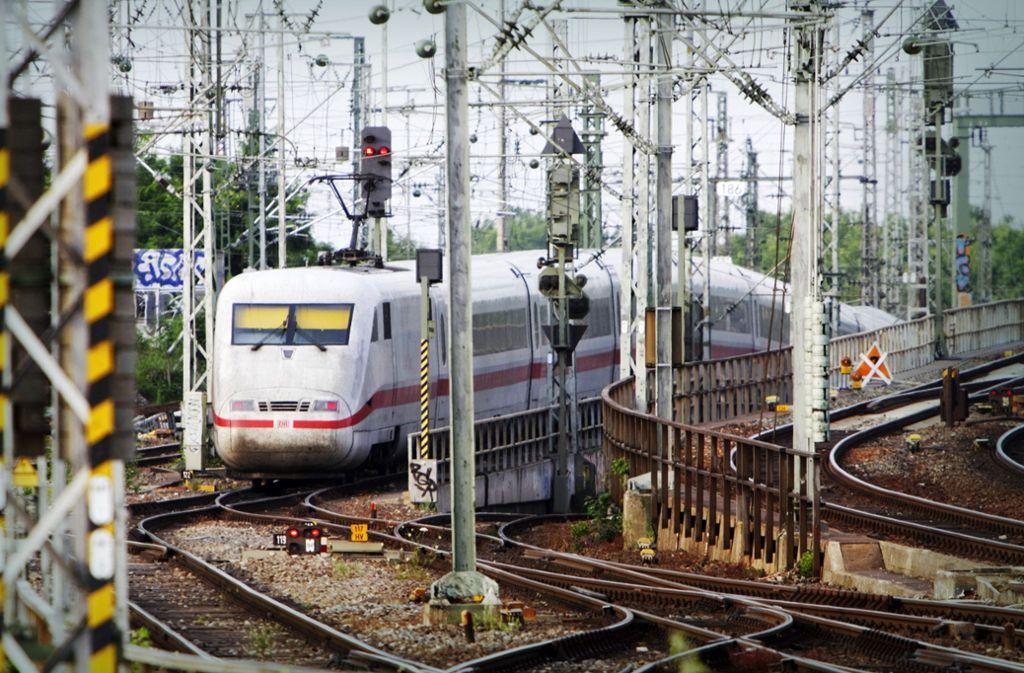 Erst 61  Prozent der deutschen  Bahnstrecken  sind  elektrifiziert. Die Branche fordert    den  Ausbau weiterer Strecken. Foto: imago