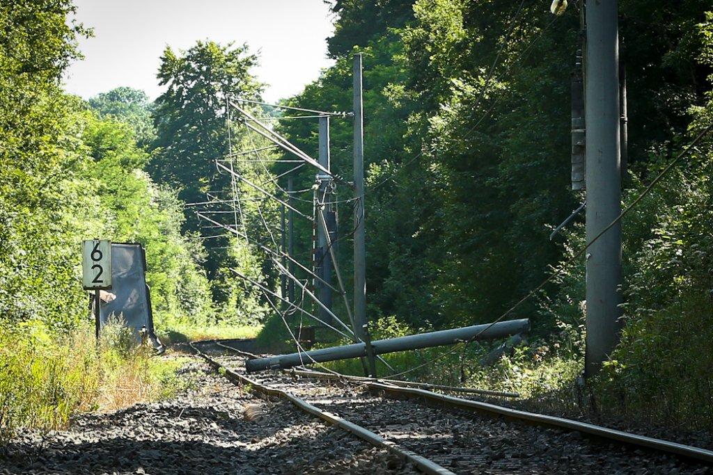 Die S-Bahn-Strecke Backnang-Stuttgart muss nach dem Güterwaggon-Unfall vom 8. August noch länger gesperrt bleiben. Foto: Benjamin Beytekin