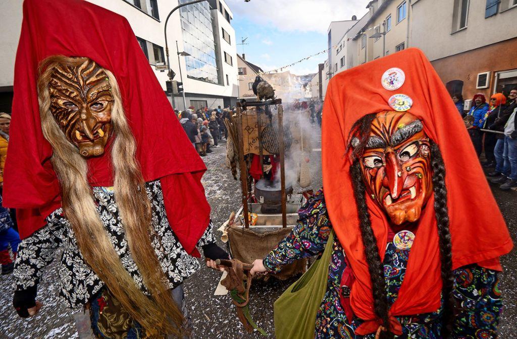 Schaurige Gestalten waren am Rosenmontag in der Böblinger Innenstadt  unterwegs. Foto: factum/Jürgen Bach