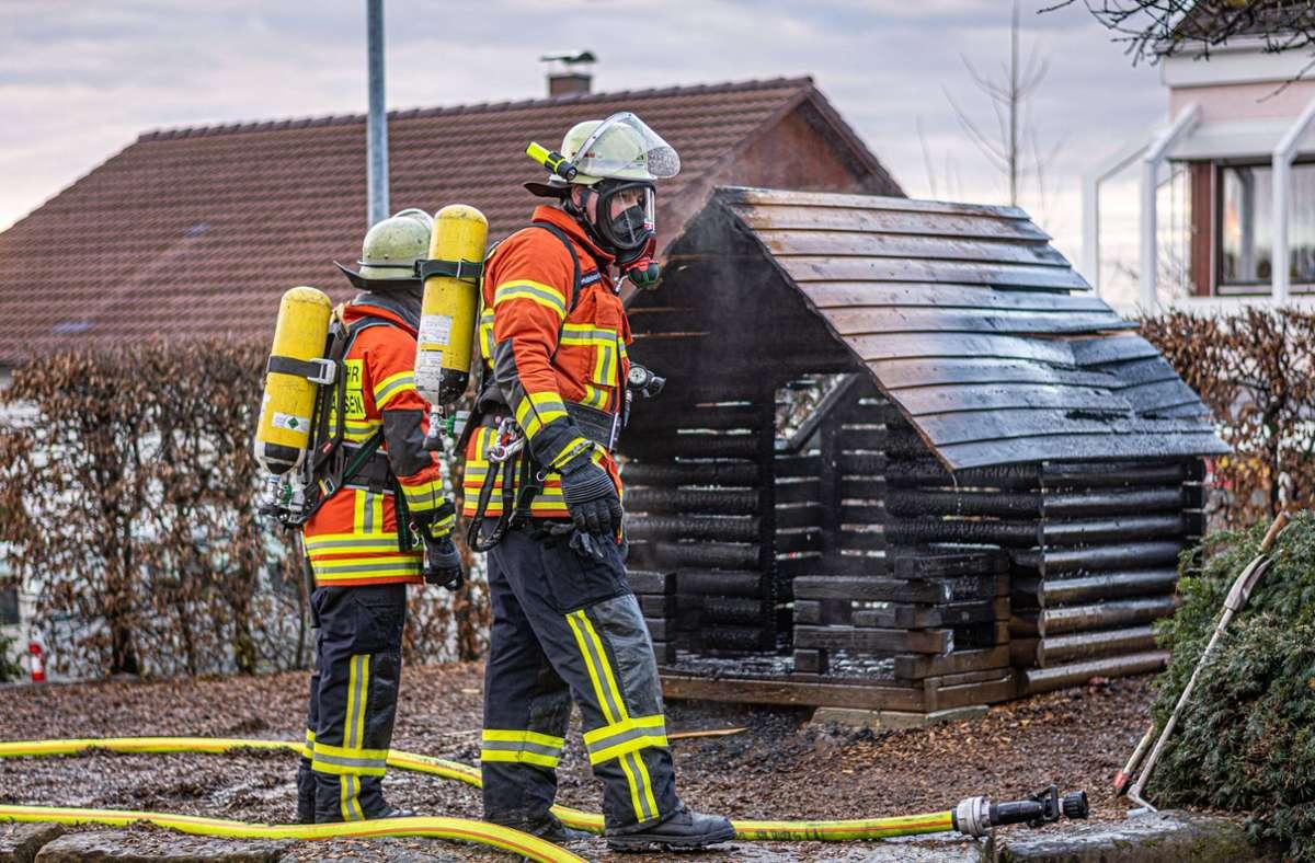 Die Feuerwehr löschte den Brand zügig. Weil Brandbeschleuniger gefunden wurde, geht die Polizei von Brandstiftung aus. Foto: 7aktuell.de/Moritz Bassermann
