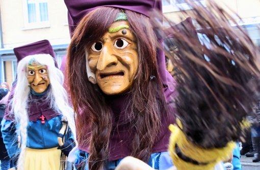 Unterkochen wir kommen: Die Birkacher Hexen sind mitten unter 50 Zünften. Foto: Sägesser