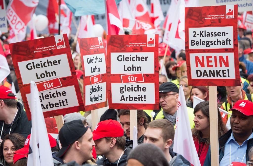 Am 1. Mai haben die Demonstranten auch gegen die untypischen Arbeitsverhältnisse protestiert. Foto: dpa