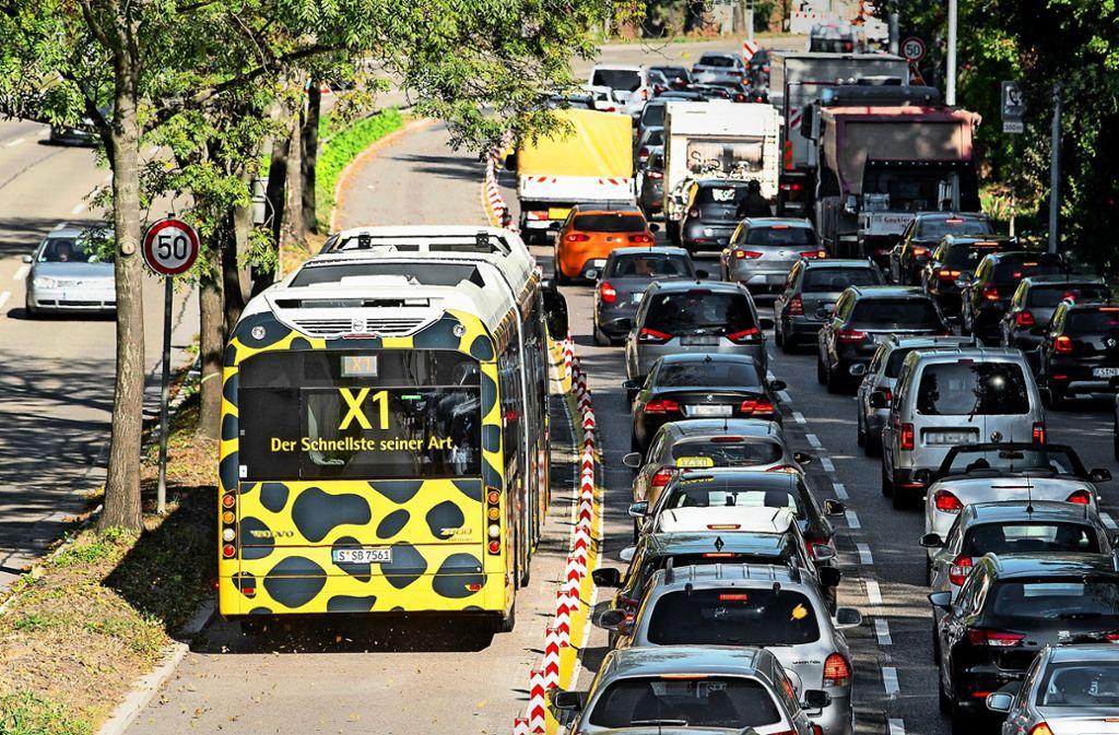 Der Schnellbus X1 zwischen Bad Cannstatt und der City hat eine eigene Spur. Foto: picture alliance/dpa