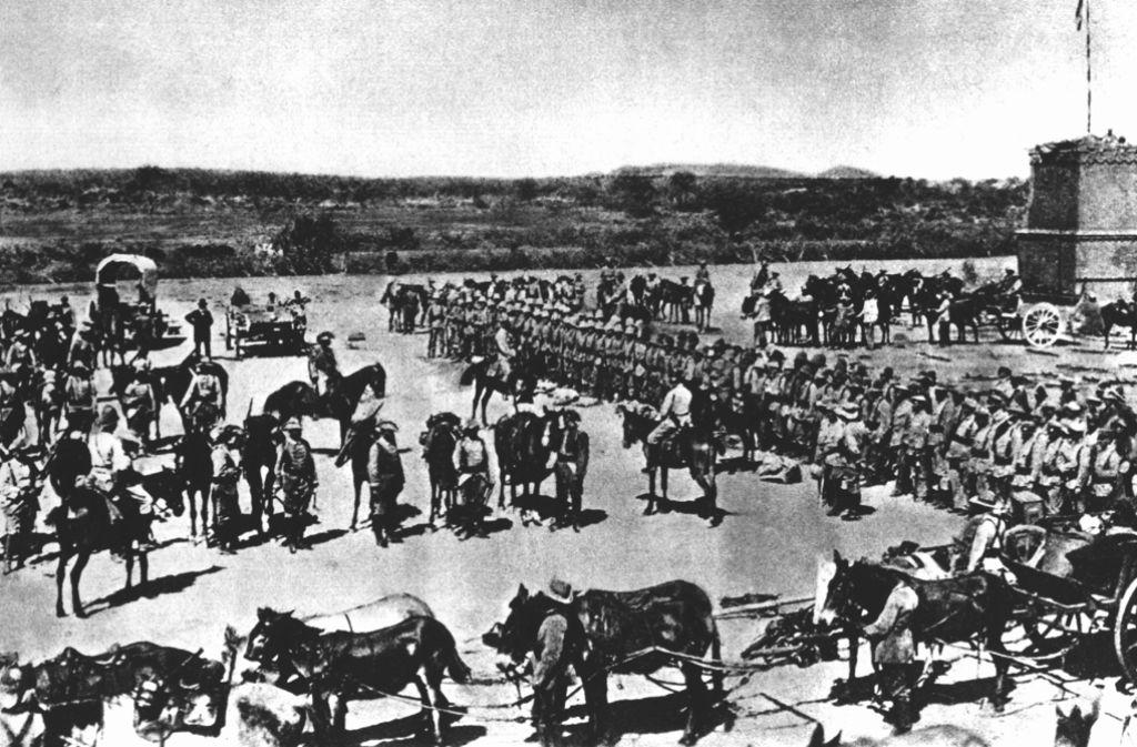 Eine deutsche Marine-Kompanie auf dem Weg zur Schlacht gegen die Herero. Foto: dpa