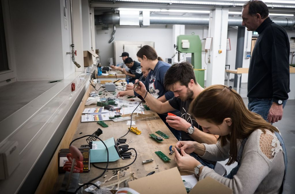 In der Hochschule für Technik werden einige Prototypen des Lärmsensors nachgebaut. Foto: Lichtgut/Achim Zweygarth
