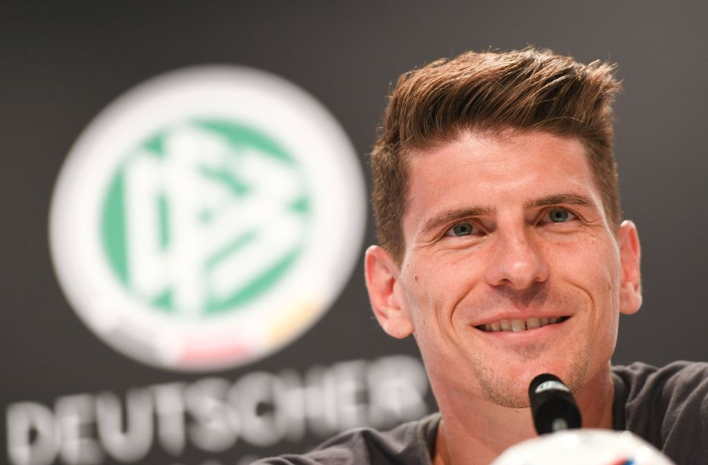 Im Frieden scheidet Mario Gomez aus der deutschen Nationalmannschaft. Foto: dpa