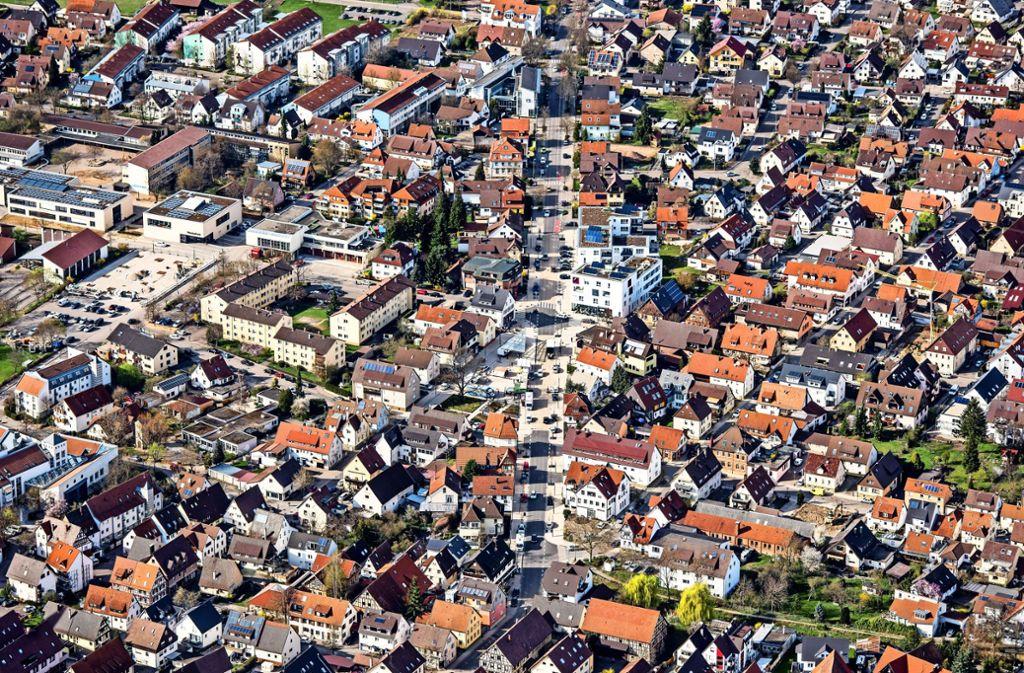 So sehen die Bahnhofstraße und der Ernst-Bauer-Platz heute aus. Wie sich das Stadtbild in den nächsten  50 Jahren verändern könnte, darüber hat sich das Institut für Stadt- und Regionalentwicklung intensiv Gedanken gemacht. Foto: Holger Leicht