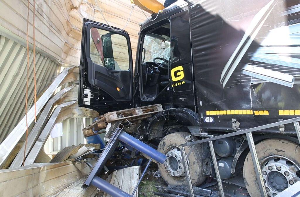 Schwerer Lkw-Unfall in Eberhardzell Foto: SDMG