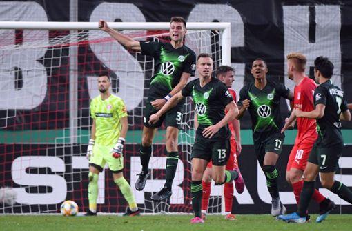 VfL Wolfsburg entgeht Pokal-Blamage in Halle