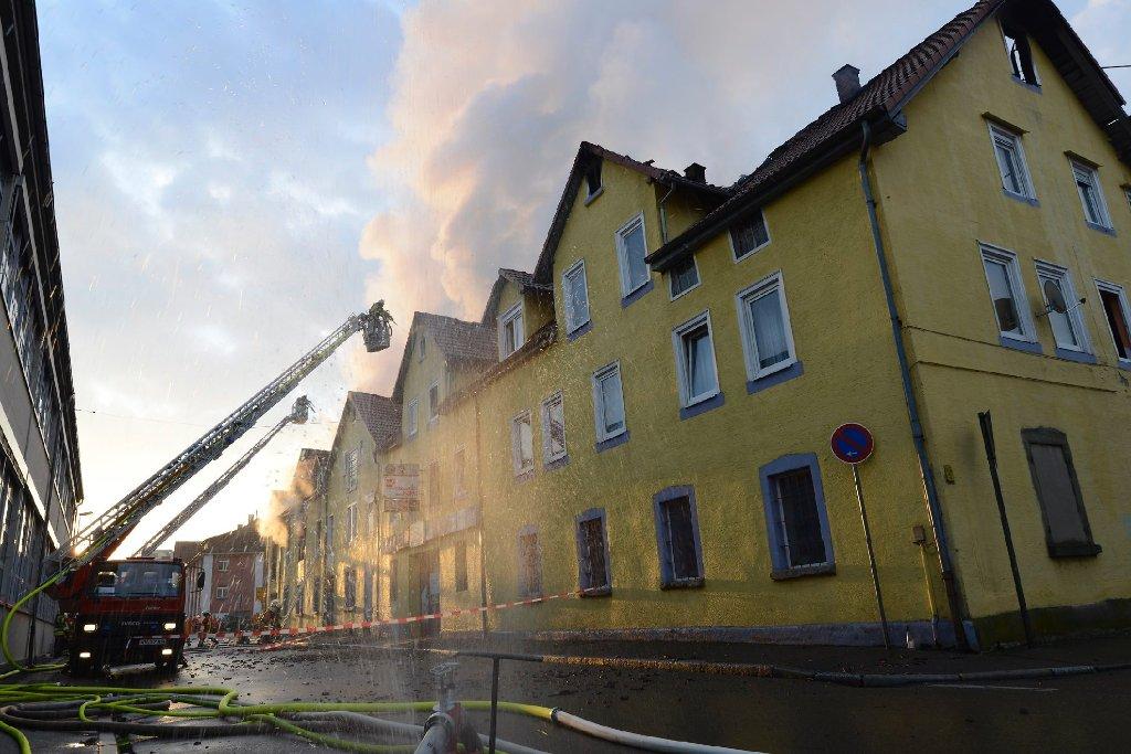 Die Suche nach der Ursache der Brandkatastrophe in Backnang mit acht Toten gestaltet sich schwierig. Foto: www.7aktuell.de   Oskar Eyb (103 Fotos)