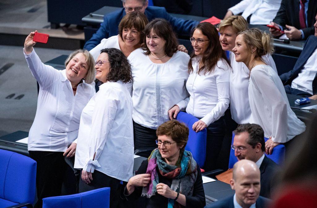 In diesem Jahr haben die Abgeordneten 100 Jahre Frauenwahlrecht gefordert. Foto: dpa/Bernd von Jutrczenka