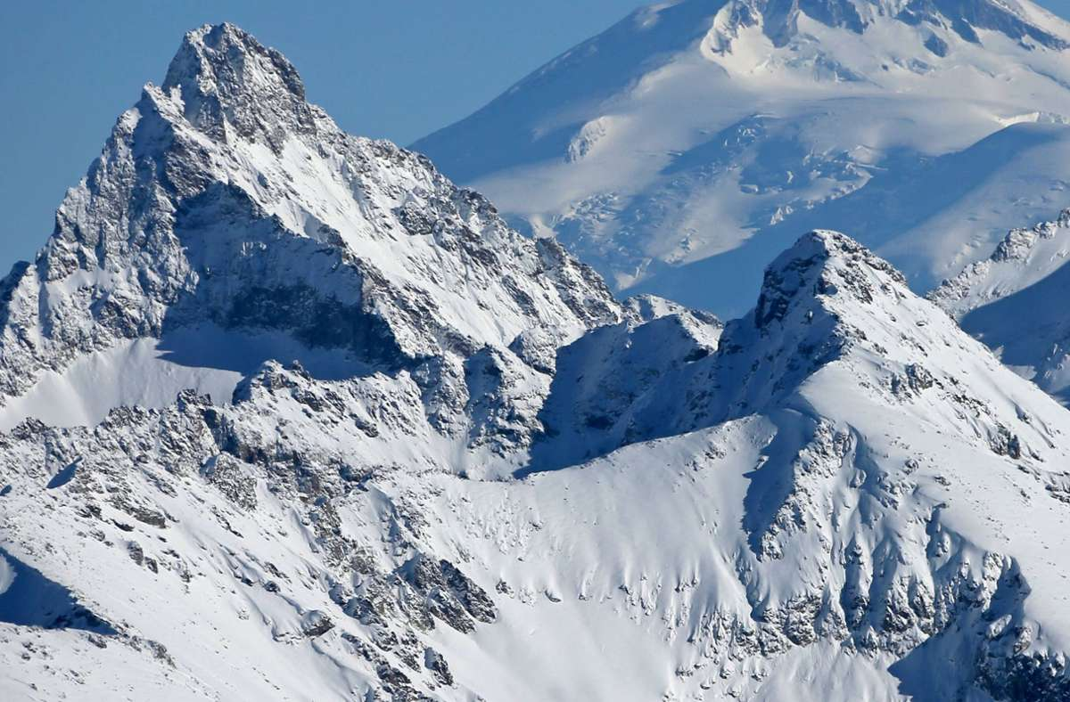 Ein Mann aus dem Landkreis Neu-Ulm ist beim Wandern in den österreichischen Alpen ums Leben gekommen (Symbolfoto). Foto: imago images/Dmitry Feoktistov